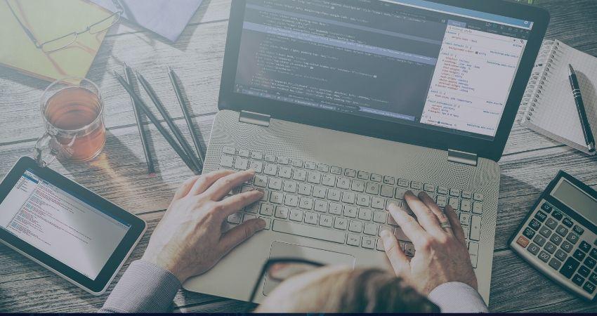 מפתח-תוכנה-בעבודה